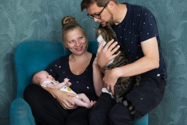 Newborn fotografie; familieportret met kant en pasgeboren baby